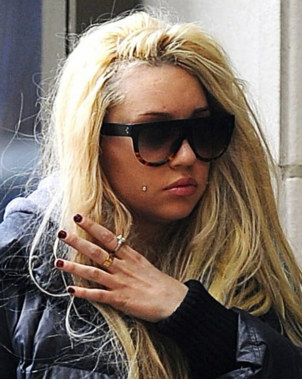 Amanda Bynes walking down the street