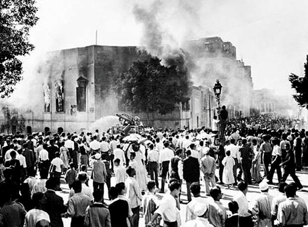 Angry Egyptian mobs attack the Muslim Brotherhood, 1954