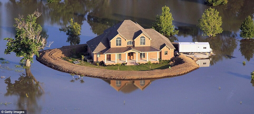 A house island in the swollen Mississippi