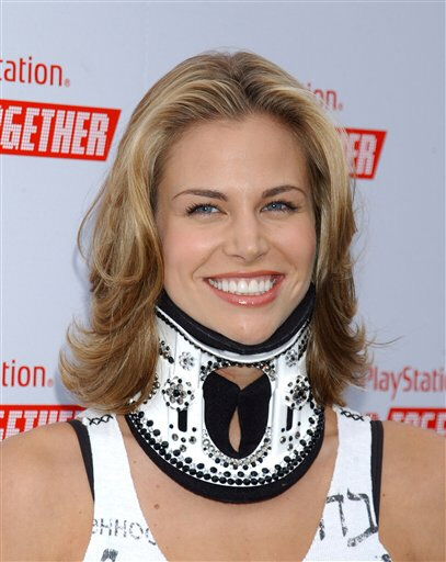 http://www.newprophecy.net/Brooke_Burns_with_neck_brace_1.jpg