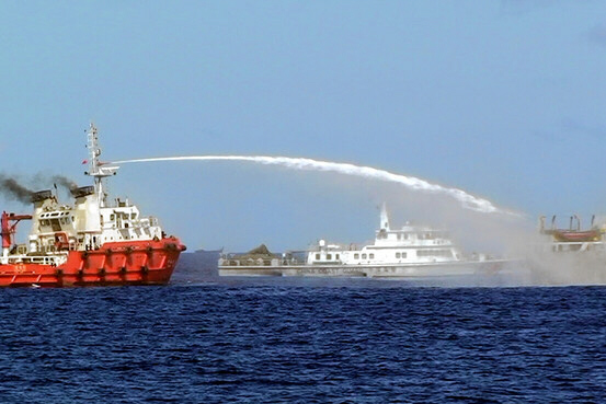 Chinese ships confront Vietnamese coast guard in South China Sea