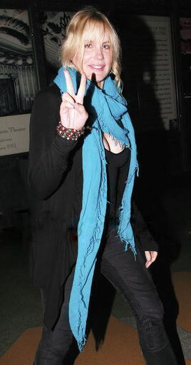 Daryl Hannah tempting the fates once again wearing a long, draping scarf around her neck ... watch those elevator doors Hannah ...