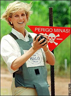 Diana in Bosnia in 1997 spotlighting the dangers still presented by landmines