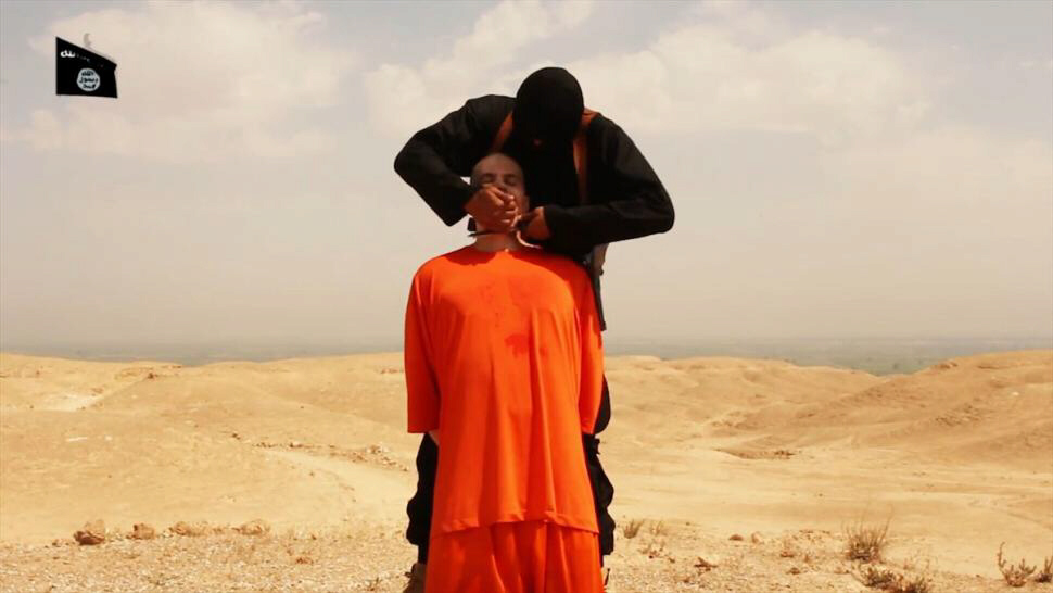 IS executioner beheads US journalist James Foley with a knife