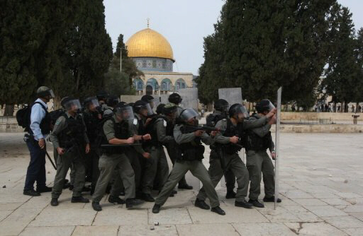 Israeli police clash with Palestinians at Jerusalem's Al-Aqsa Mosque