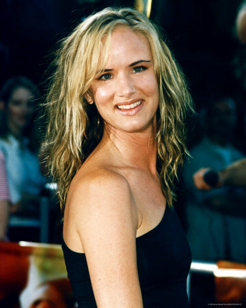 Actress Juliette Lewis (looking a lot like Tom Hanks in this photo) as a blonde, just might have lost her head had her car accident occurred in 2009 rather than in 2010.