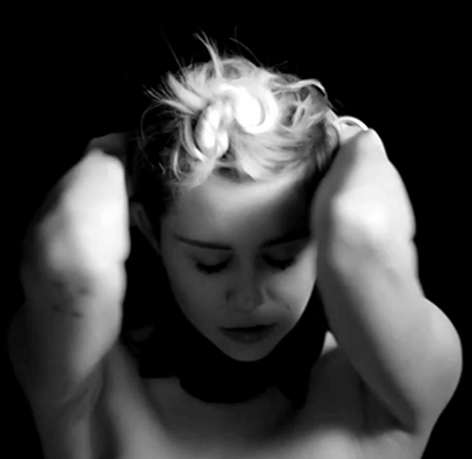 Miley Cyrus ties black plastic noose around her neck for photo shoot
