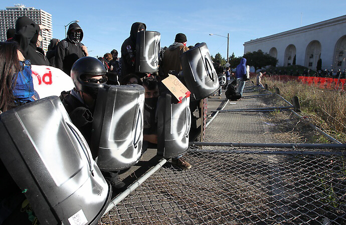 Occupy Oakland protesters face off against police