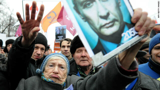 Opposition activists protest against mass fraud in December 4 polls in Moscow