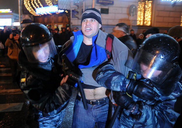 Opposition supporter arrested in Moscow on December 5, 2011