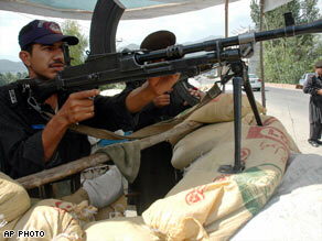 Paramilitary troops take positions in northwest Pakistan