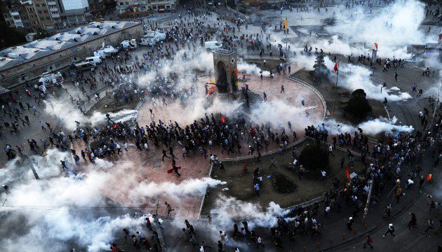 People flee as riot police fire tear gas on Taksim Square