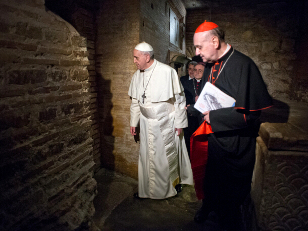 Pope Francis visits the necropolis