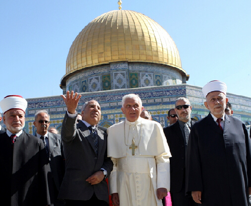 Pope outside the Dome of the Rock