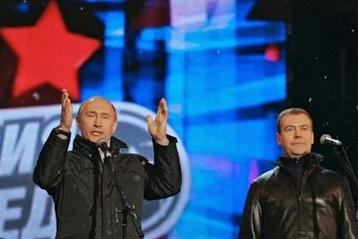 Putin and Medvedev rally Muscovites against the United States over arming Georgia