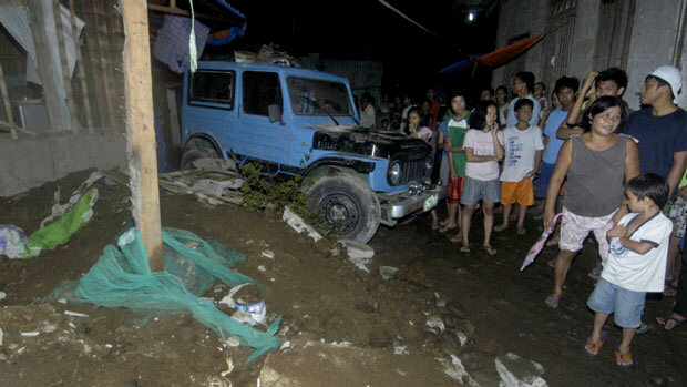 Residents gather at collapsed house in southern Philippines