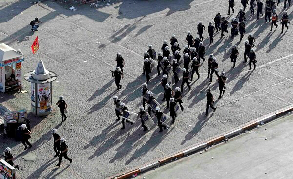 Riot police enter disputed Taksim Square