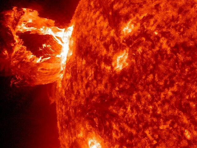 Scientists: Strong solar storm heading to Earth