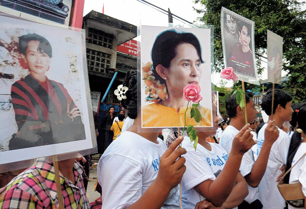 Suu Kyi supporters show their courage in defiance of the junta
