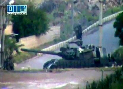 Syrian tanks attack towns
