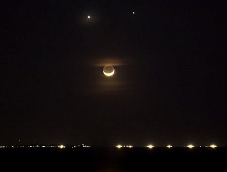 The Moon, Venus, and Jupiter in harmony