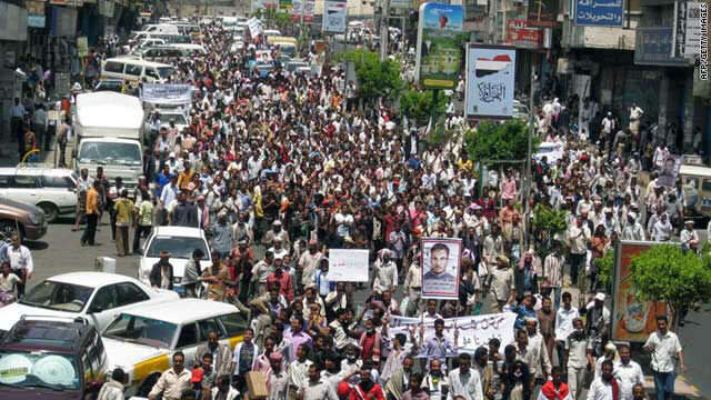 Thousands of Yemenis demonstrate in Taiz to demand President Ali Abdullah Saleh's resignation on April 7, 2011.