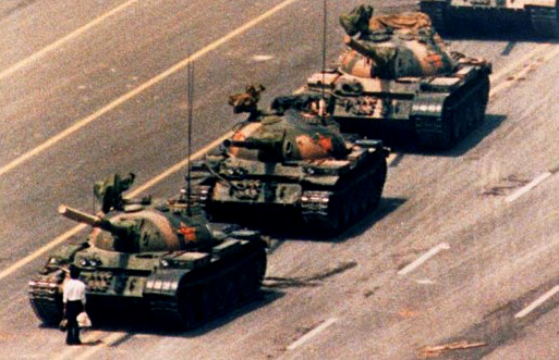 Lone protester defies Chinese tanks in Tiananmen Square, 1989