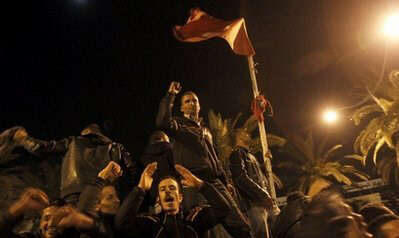 Tunisian rioters overwhelm police