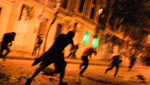 Turkish protesters clash with riot police