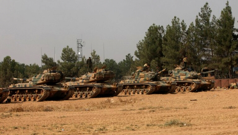 Turkish tanks prepare for battle with ISIS and Kurds