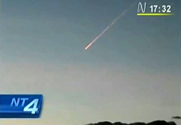 Video camera pulls back to show how high in the sky the meteorite was (8-25-11)
