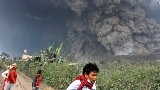 Villagers flee as Mount Sinabung erupts on February 1