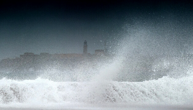 Waves batter coast of Havana after Tropical Storm Isaac passed