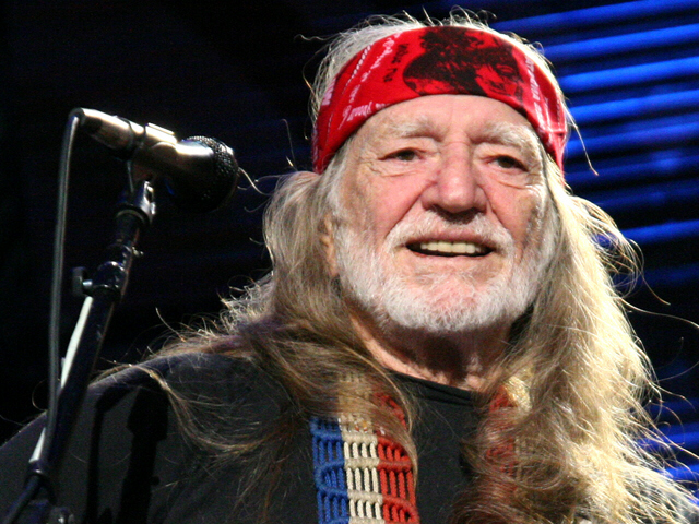 Willie Nelson injured in tour bus accident