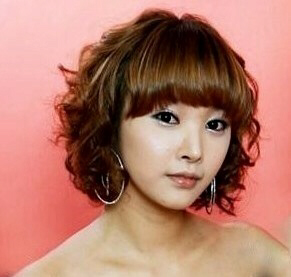 Korean pop singer Yu-Ju  (Lee Hye Rin) committed suicide. News reports have kept secret the exact manner of her death, although hanging has been the method used almost exclusively by South Korean female celebrities since February 2005.