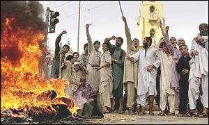 Protesters in Pakistan burn tires, cars, US and British flags